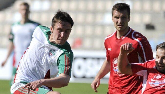 Вратарь и хавбек сборной Латвии заключили контракты с польским и чешским клубами