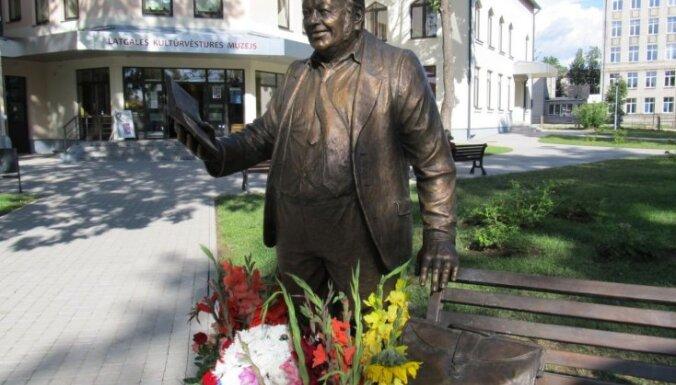 В Резекне открыли памятник Антону Кукойнису