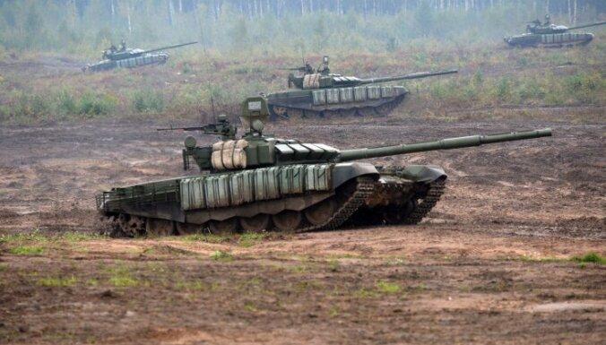 Krievija pie Ukrainas robežas izvietojusi 77 000 karavīru un ap 1000 tanku