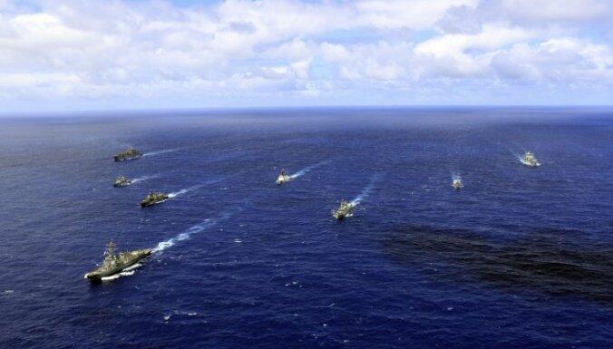 США на учениях с союзниками в Тихом океане уничтожили десантный корабль