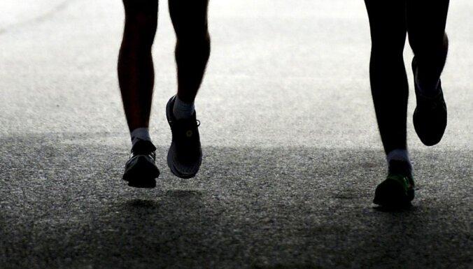 Sieviete pusmaratona vietā noskrien pilnu maratonu un uzvar