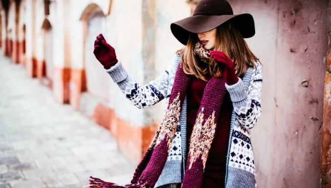 Modes blogere par aktuālajiem apģērbiem: ko atrast ziemas izpārdošanās