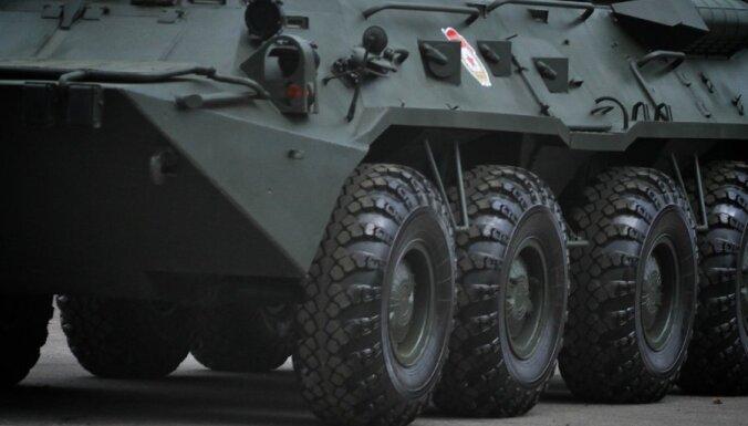 В Чите пьяные военные катались по городу на бронетранспортере