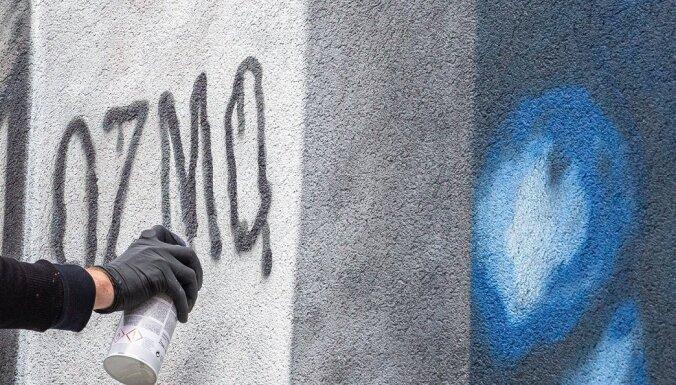 Pasaulē pazīstamais grafiti mākslinieks OZMO veido jaunu darbu Liepājā