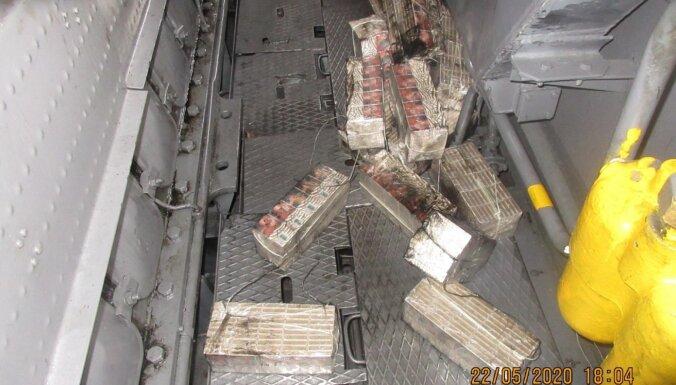 ФОТО. В грузовых поездах обнаружили полмиллиона контрабандных сигарет