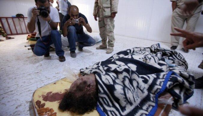 Kadafi sagūstītājs: mēģināju glābt viņa dzīvību, bet neveiksmīgi
