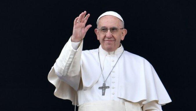 Romas pāvests brīdina no populisma un Hitleram līdzīgiem 'glābējiem'