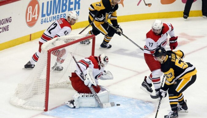 Латвийский форвард забросил победную шайбу и стал третьей звездой в НХЛ