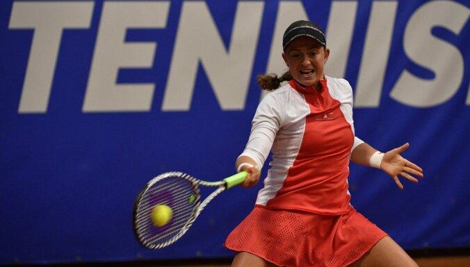Ostapenko pārliecinoši sasniedz Lincas turnīra otro kārtu