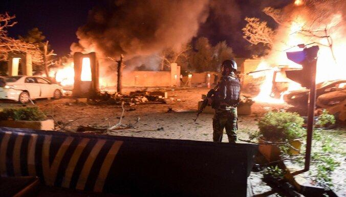 Sprādzienā pie Pakistānas viesnīcas bojā gājuši vismaz četri cilvēki