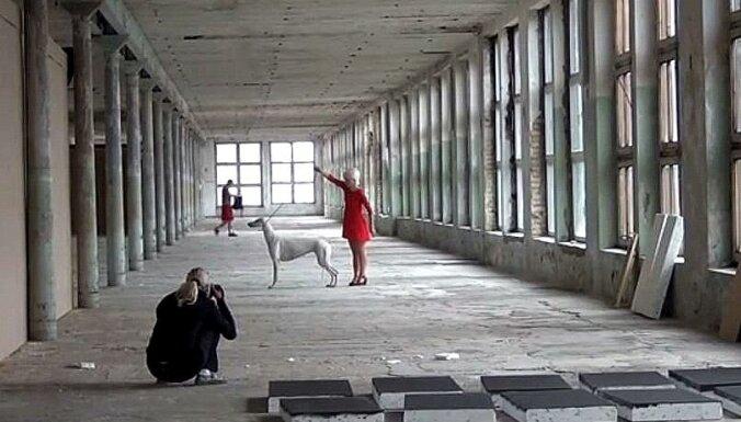 Video: Ekskursija pa bijušo tekstilfabriku 'Boļševička'