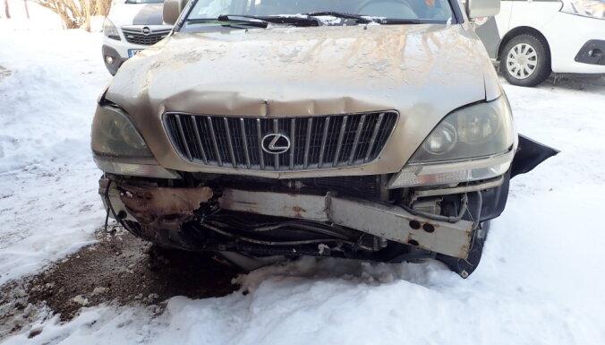 Водитель Lexus устроил двойную аварию и сбежал, но был задержан
