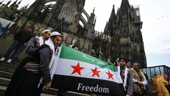 Tikai trīs no arestētajiem Ķelnes uzbrucējiem ir nesen ieradušies bēgļi