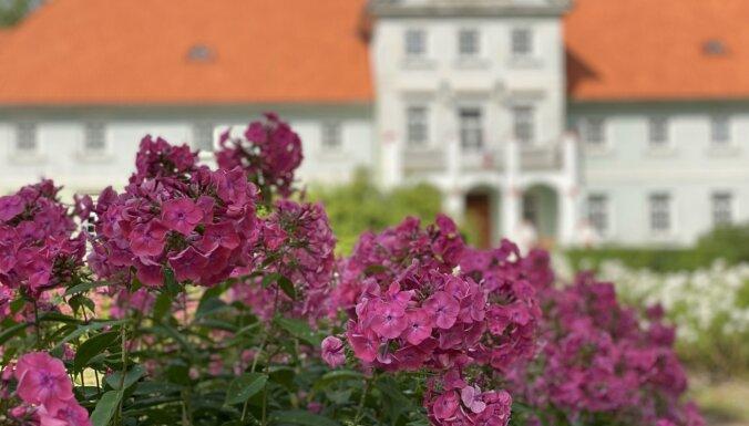 ФОТО. Крупнейший памятник в Латвии? Усадьба Попес и ее аллея