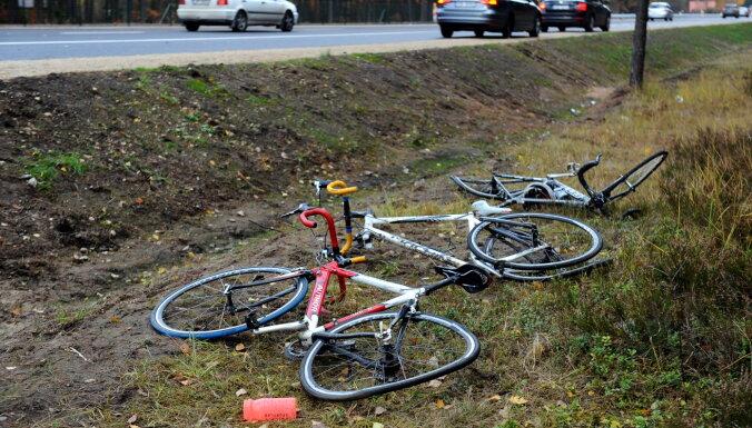 Pie Tušķiem 'Audi' vadītājs nāvējoši notriec velosipēdistu