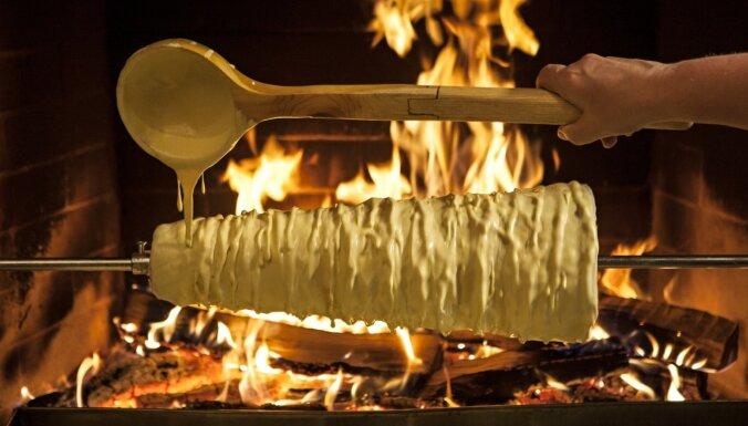 Pa kulinārijas mantojuma takām: 'Šakotis, kas augstāks par Arvīdu Saboni, un siera recepte, kas pārdzīvojusi savu radītājus'