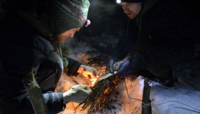 Foto: Trīs dienas aci pret aci ar dabu un ziemu Latvijas mežos