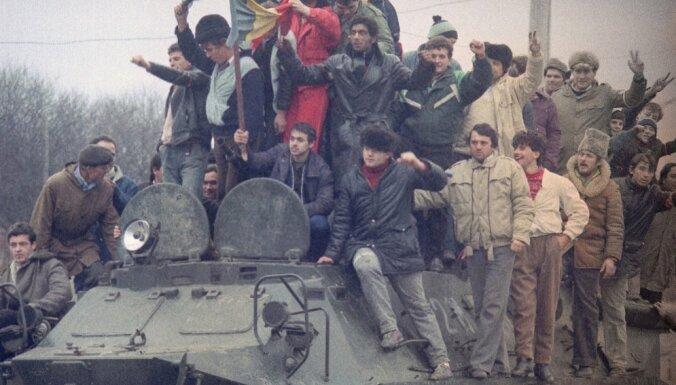 Komunisma gals Rumānijā: kā pirms 25 gadiem nošāva Čaušesku un viņa kundzi
