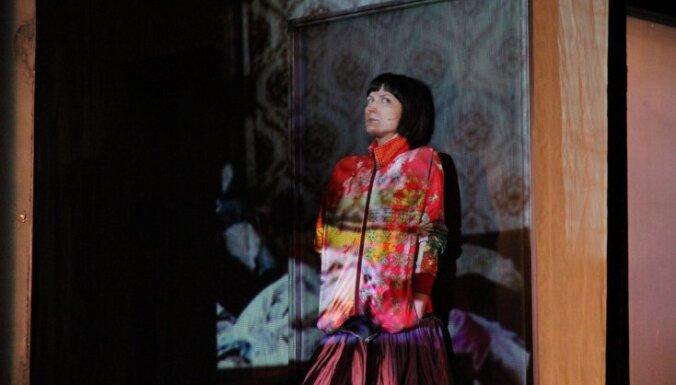 Leļļu teātrī iestudēta Šekspīra 'Romeo un Džuljetas' versija par mūsdienu pusaudžu problēmām
