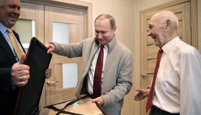 """Bild нашел секретное удостоверение сотрудника """"Штази"""" Путина"""