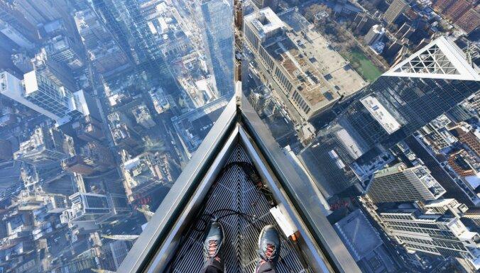 Ņujorkā atklāta skatu platforma, kas atrodas 100 stāvu augstumā