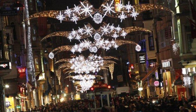 Divas trešdaļas iedzīvotāju cer sagaidīt brīnumu Jaungada naktī