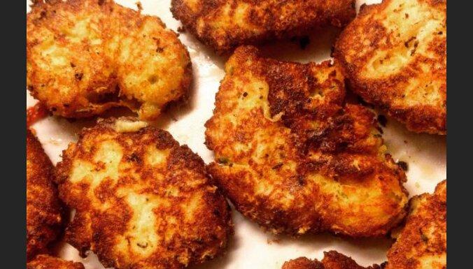 Šodienas eksperiments ar vakardienas kartupeļu biezputru jeb Zeltaini plācenīši