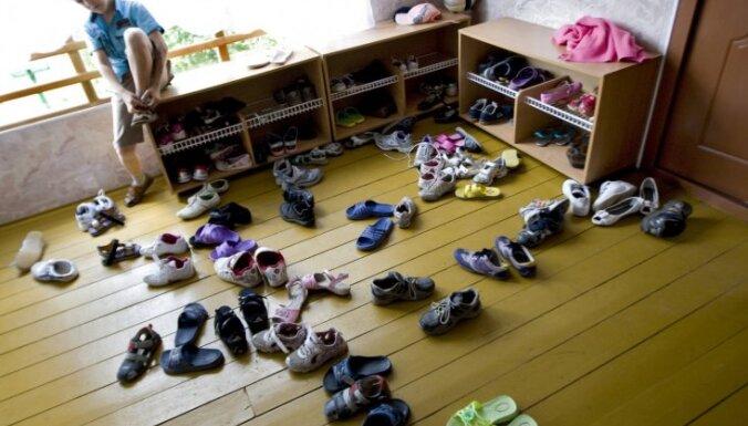 Pirmajā pusgadā Latvijā adoptēti 142 bērni; turpina sarukt uz ārvalstīm adoptēto bērnu skaits