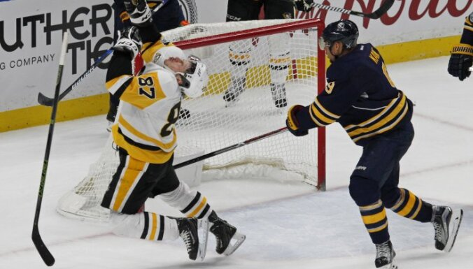 Pittsburgh Sidney Crosby reacts after hit Buffalo Evander Kane