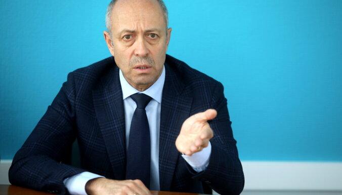 Буров не знает, как угодить и ''Согласию'', и ''Фракции независимых депутатов''
