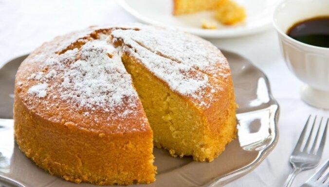 Biskvītkūku cepšana: risinājumi mazajām kļūmēm, lai kūka izdotos