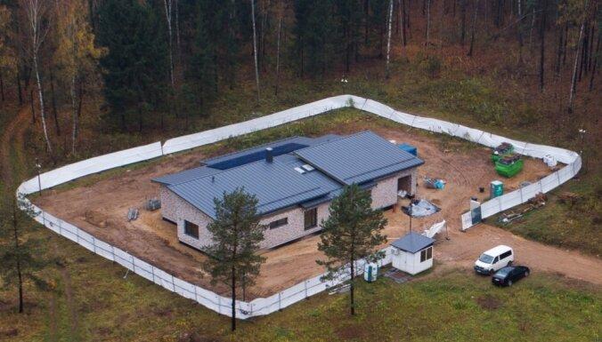 ФОТО. Дом президента Литвы почти достроили: вокруг видеокамеры и охрана