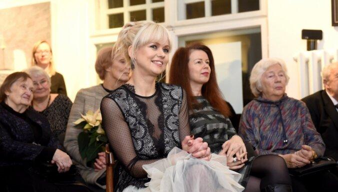 Foto: Ieskats aktrises Ditas Lūriņas grāmatas atvēršanas svētkos