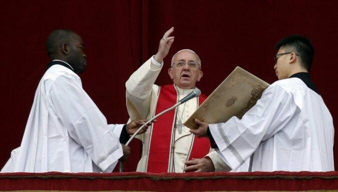 Папа Римский обратился с традиционным рождественским посланием к пастве