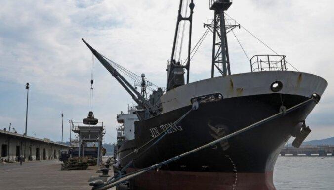 Saskaņā ar ANO sankcijām Filipīnas aiztur Ziemeļkorejas kuģi