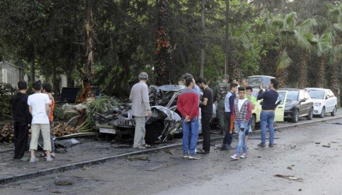 Sīrijas spēku uzlidojumos opozīcijas saliņai Austrumgutā nogalināti 40 cilvēki