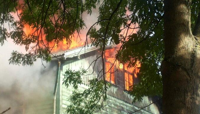 Lokalizēts dzīvojamās mājas ugunsgrēks Ventspils ielā; cietušo nav