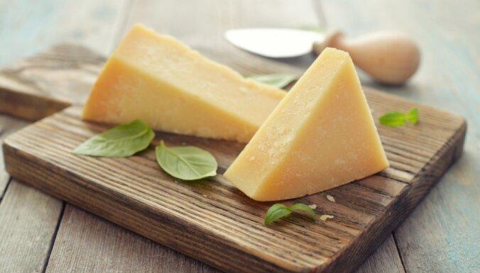 США пригрозили ввести новые пошлины на сыр, оливки и виски из ЕС