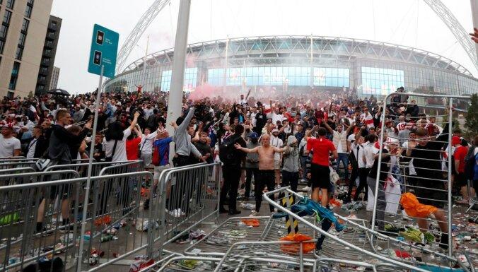 'Euro 2020': Vemblija stadionā iekļuvis mazs skaits bezbiļetnieku