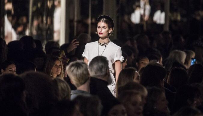 ФОТО: Дочь Синди Кроуфорд снялась в рекламе без бюстгальтера
