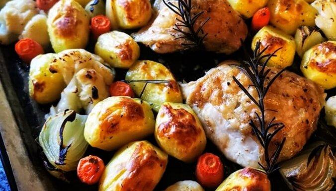 Aromātiski, cepeškrāsnī cepti vistas šķiņķīši ar dārzeņiem