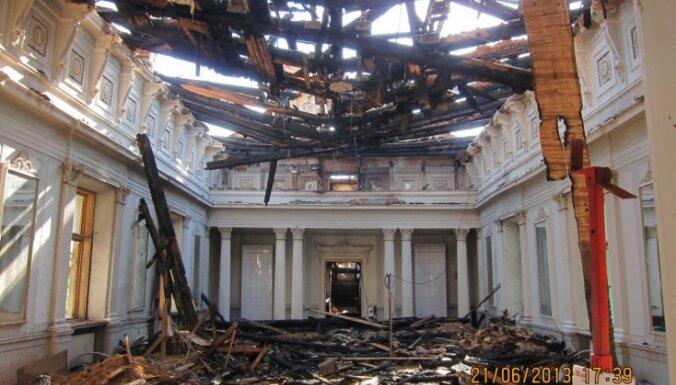 Возникли проблемы с пережившим сильный пожар Рижским замком