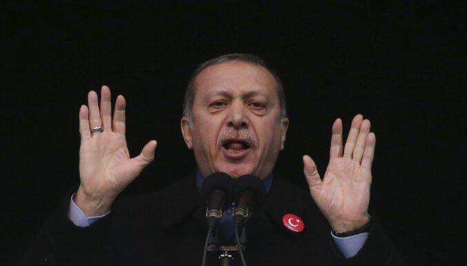 Turcija aptur augstākā līmeņa diplomātiskās attiecības ar Nīderlandi