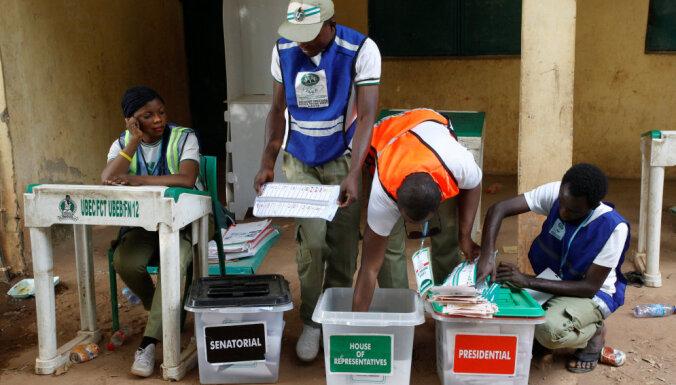 200 miljonu valstī Nigērijā vēlē prezidentu un parlamentu
