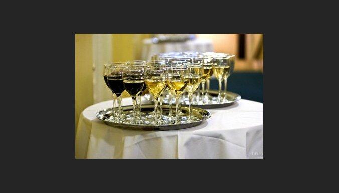 Pērn pirmo reizi sešos gados samazinājies realizētā alkohola apjoms