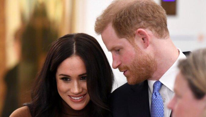 Briti apbrīno prinča Harija un Meganas atklātās mīļuma izpausmes