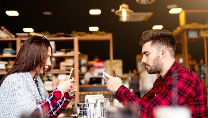 Tehnoloģiju negatīvā ietekme uz attiecību veidošanu