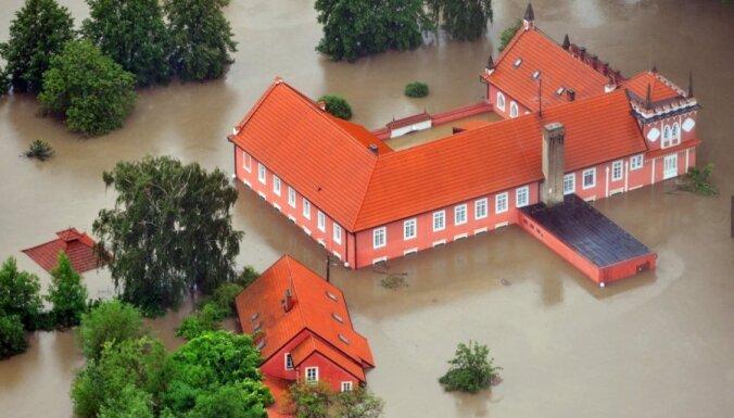 Fotoreportāža: plūdi pārņēmuši Eiropas vidieni