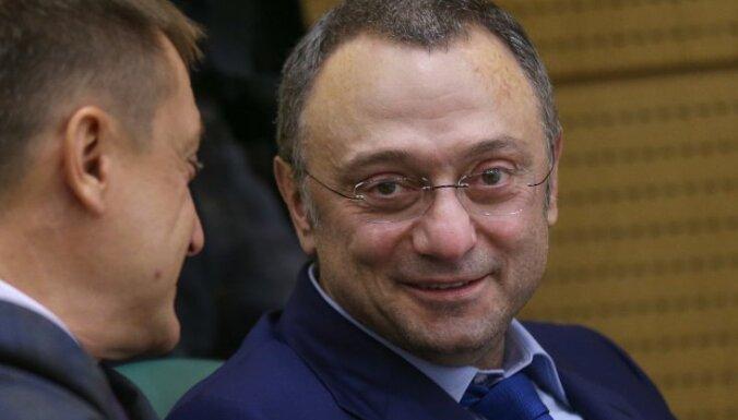 Власти Франции разрешили миллиардеру Керимову на 3 дня съездить в Россию