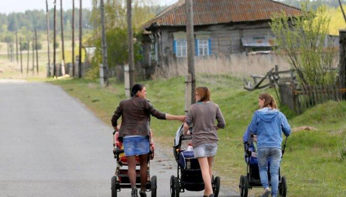 Trīs krievu ģimenes uzsāk valsts Tālo Austrumu jauno apdzīvošanas programmu